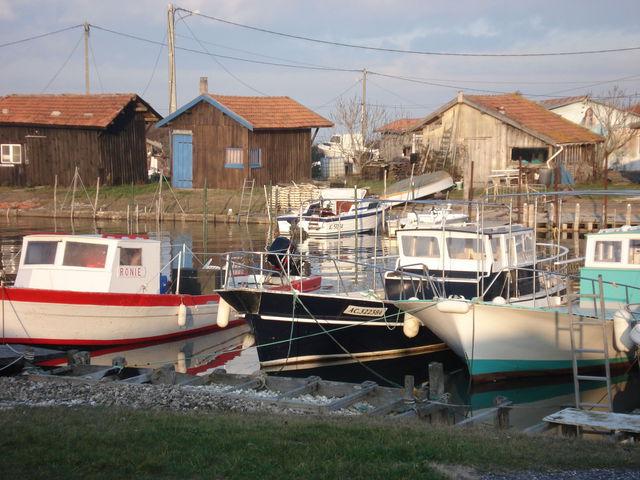 Bateaux dans un des ports de Gujan Mestras