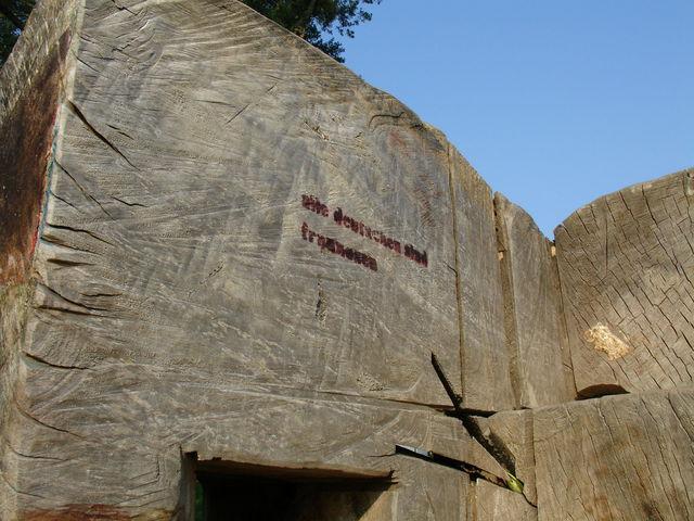 Tronc creusé, inscription de l'autre côté