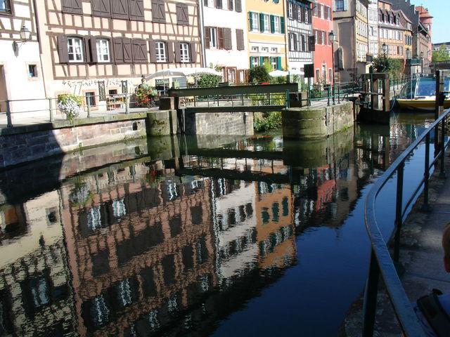 Vue d'ensemble de l'écluse de la Petite France à Strasbourg