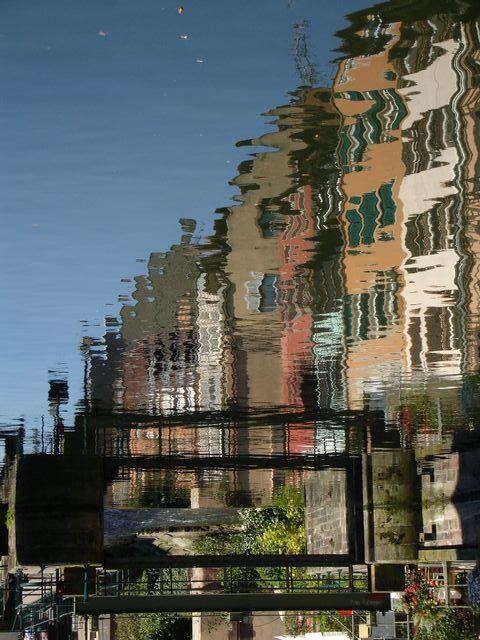 Reflet sur l'Ill, photo tournée &agrave 90°, la vue se retrouve tête en bas