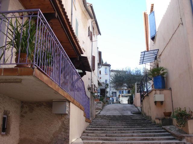 Une ruelle de Belgentier dans le Var