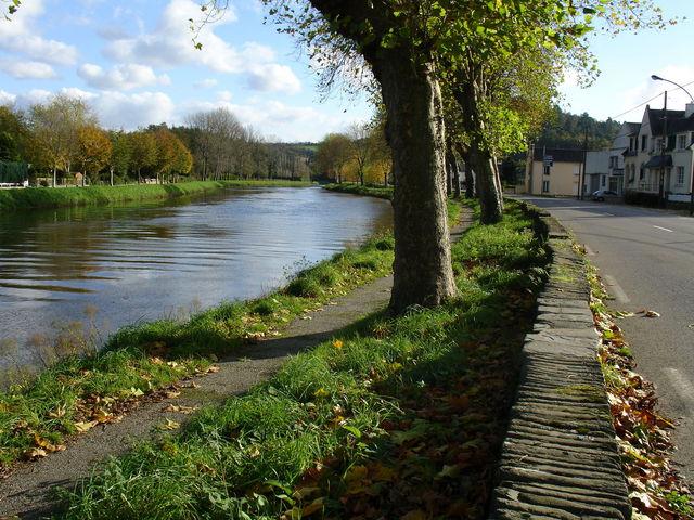 Canal de Nantes à Brest au niveau de Chateaulin