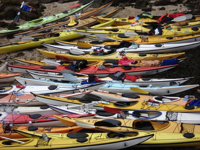 Kayaks sur une plage