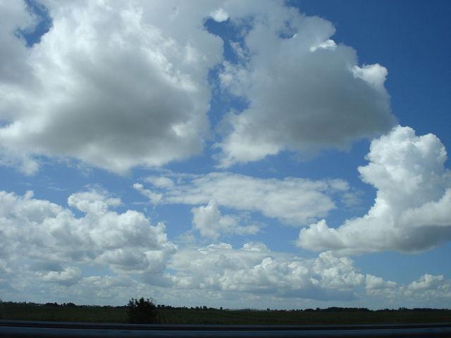 Ciel avec quelques nuages