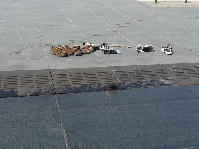 Chaussures au bord du Miroir à Bordeaux
