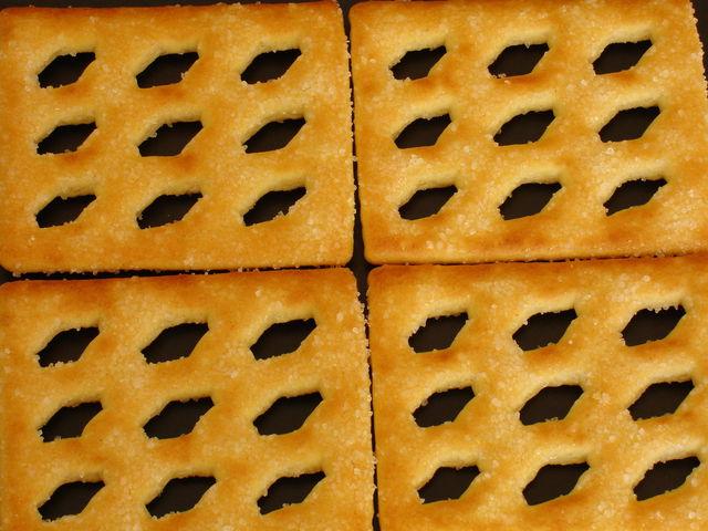 des biscuits qui ressemblent à la forme des nuages de l'autre billet