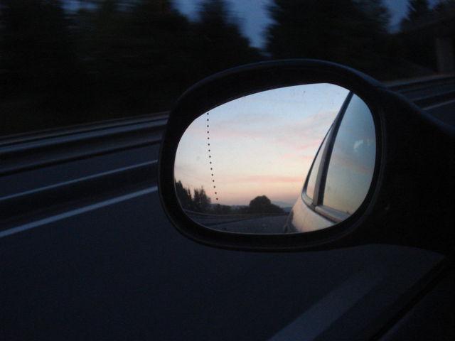 Reflet dans un rétroviseur