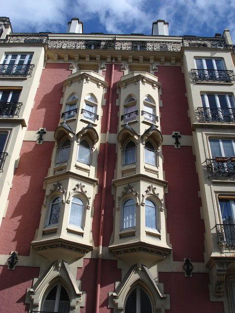 Façade d'immeuble à Paris
