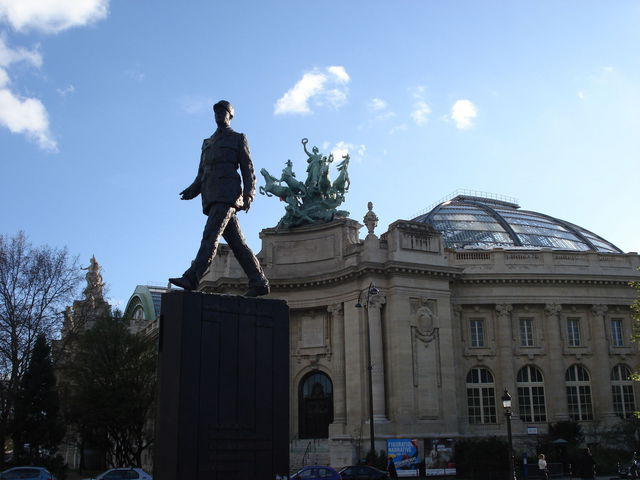 Statut de De Gaulle devant le Grand Palais à Paris