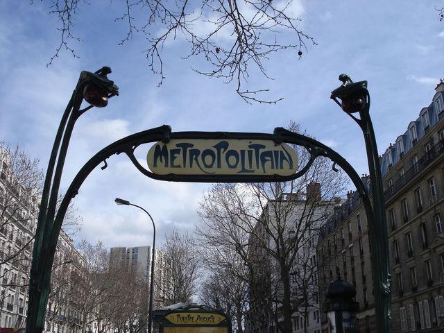 Entrée du métro parisien à l'ancienne