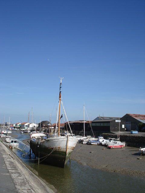 Bateau dans un port