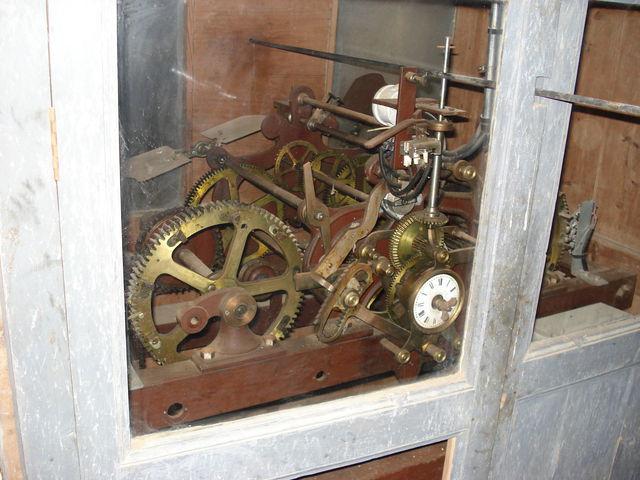 Mécanisme d'horlogerie dans l'église de St Lumine de Coutais